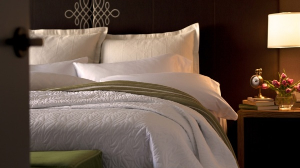 737x415xAndaz-Napa-Bed-Turndown-1280x720.jpg.pagespeed.ic.B2m19S3ocu